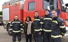 Los nuevos trajes de los bomberos de la Diputación de Badajoz son más cómodos y seguros
