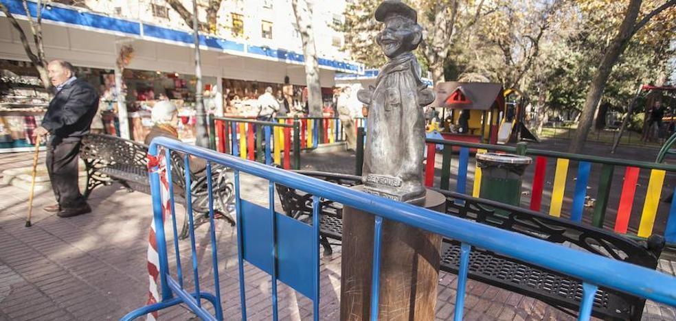 La estatua de Gorgorito, ubicada en Cáceres, en el taller tras ser dañada por un vehículo de la limpieza