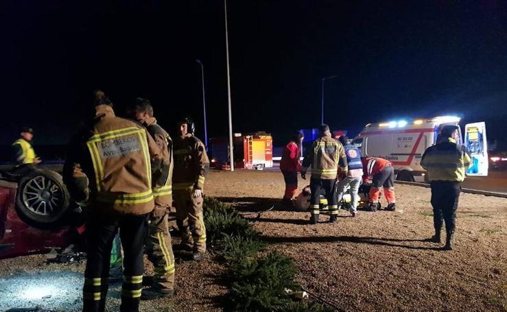 Imágenes del accidente registrado en la nueva rotonda de Campomayor en Badajoz