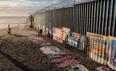 Trump viaja hasta la misma frontera para defender su muro