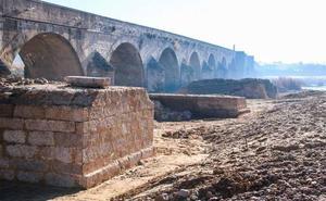 Salen a la luz restos de un puente renacentista en Medellín