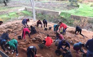 Cancho Roano sigue conmemorando los cuarenta años del inicio de las excavaciones en el yacimiento