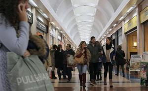 Cáceres pide que se cumpla la resolución judicial para abrir 16 festivos el comercio