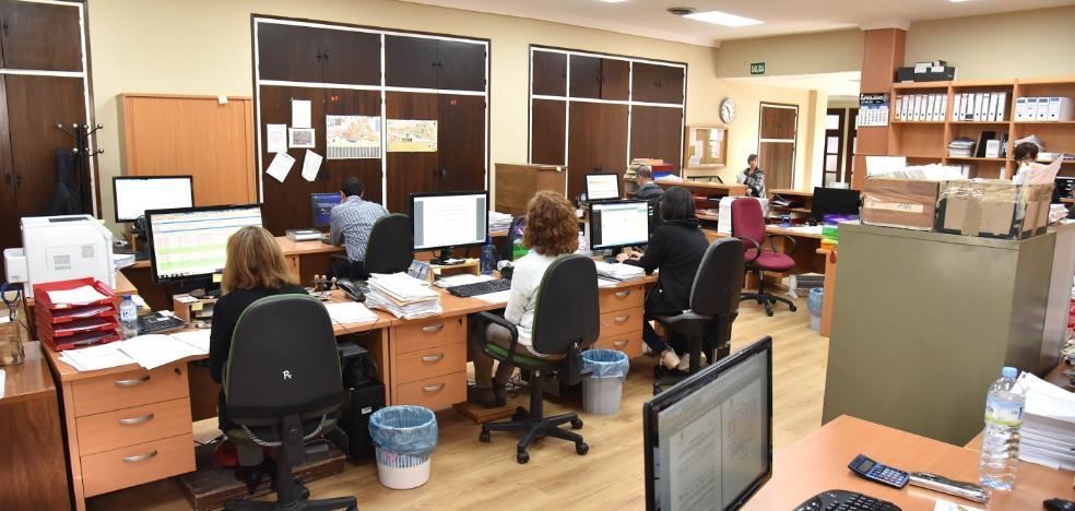 80.000 euros para gafas, empastes y becas a los empleados municipales de Plasencia