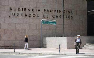 El juez decreta el ingreso en prisión para el detenido que intentó agredir a su exmujer con un cuchillo en Alcántara