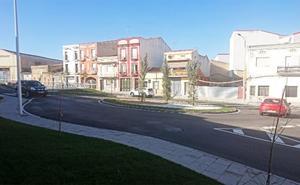 La calle Alcollarín reabre al tráfico después de varios meses de obras
