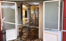 Un nuevo reventón de tubería causa graves daños en el hotel Río