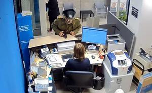 Detenido en Olivenza el autor del robo de un banco en Badajoz vestido de guardia civil