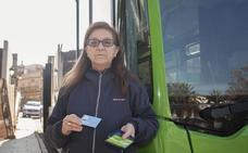 El retraso en las ayudas del IMAS de Cáceres impide a beneficiarios recargar sus tarjetas del bus