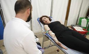 Vergeles pide que se done más sangre para los trasplantes, que precisan hasta 670 bolsas de plasma