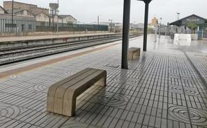 Trasladan por carretera hasta Mérida a los pasajeros del tren Villanueva-Badajoz