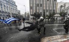Miles de griegos claman en Atenas contra el nuevo nombre de Macedonia