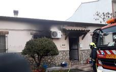 Cinco personas atendidas en el incendio de una vivienda en Saucedilla