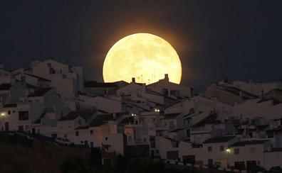 Noche de superluna sangrienta