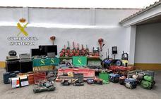 Dos detenidos por robo de herramientas en la provincia de Cáceres y dos investigados por receptación
