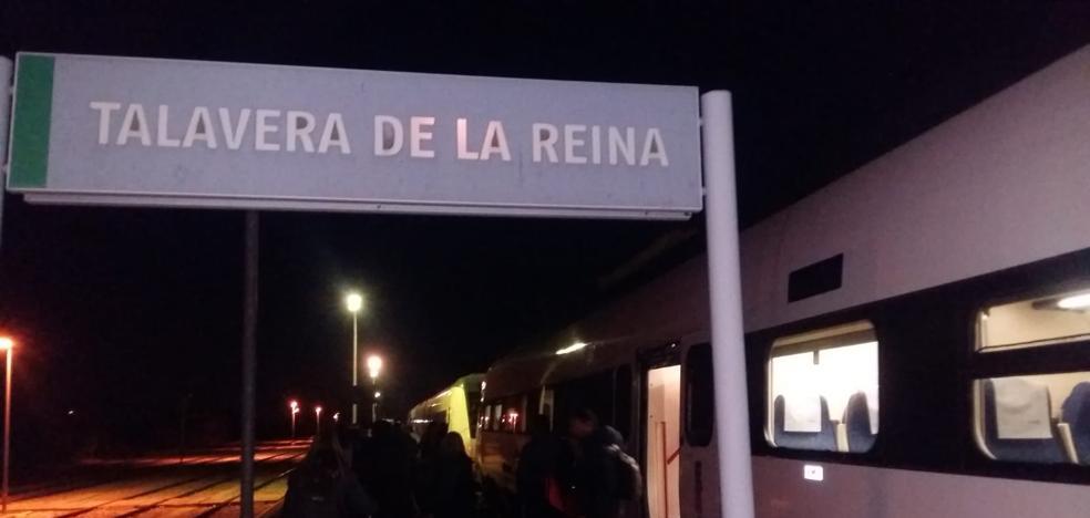 Los pasajeros de dos trenes extremeños son trasladados desde Talavera a Madrid en autobús