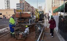 La avenida Ricardo Carapeto de Badajoz afronta el sexto día con cortes de agua en una semana