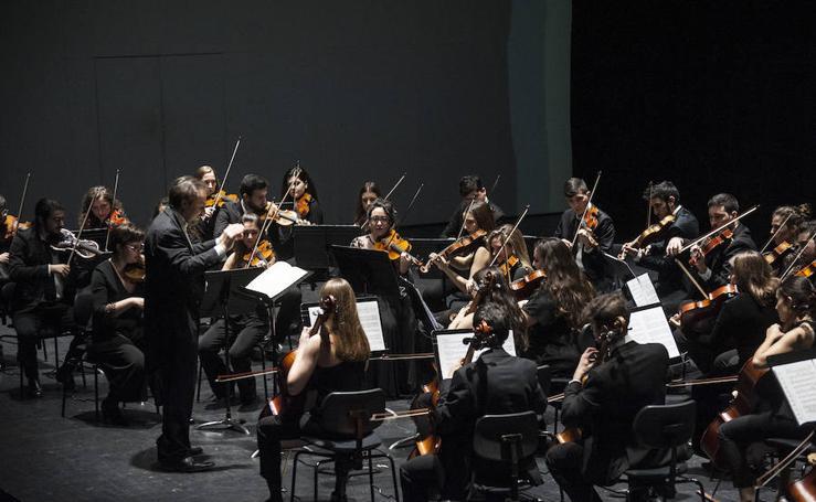 Mauro Rossi dirige a la Orquesta Joven de Extremadura