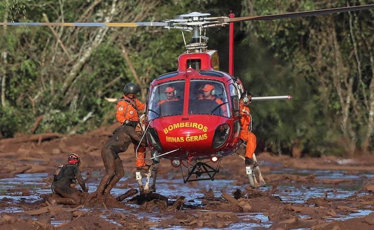 Elevan a 58 el número de muertos tras la rotura de una presa en Brasil