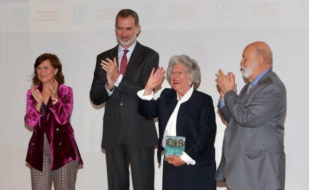 El Rey entrega el Premio Nacional de Sociología a Ángeles Durán Heras