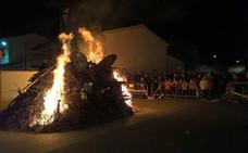 Este año arderán 76 hogueras el viernes por la tarde en la fiesta de Las Candelas de Almendralejo