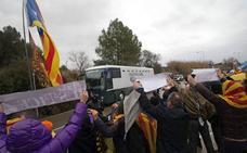 Los presos secesionistas llegan a Madrid tras ocho horas de autobús en celdas individuales