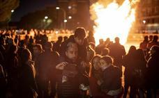 La Margen Derecha de Badajoz quema sus deseos en Las Candelas