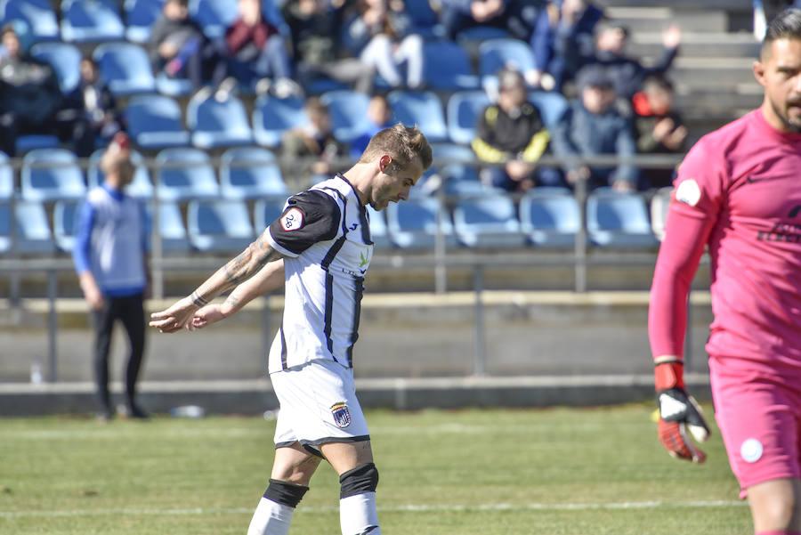 El Badajoz se crece ante la adversidad y vence al Ibiza (1-0)