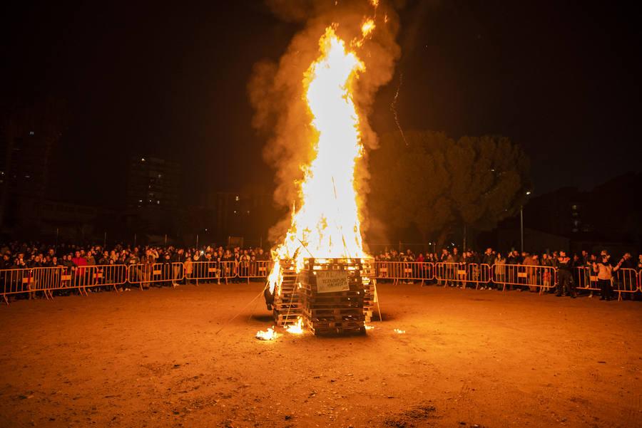 La Margen Derecha de Badajoz quema sus Candelas y abre el Carnaval