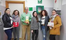 La AMPA del colegio Santa Ana de Fuenlabrada de los Montes dona un desfibrilador al centro