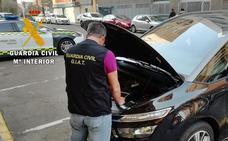 Investigan a tres vecinos de Badajoz por manipular los cuentakilómetros de los coches