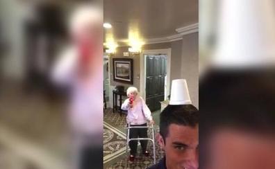 Abuela con gran puntería