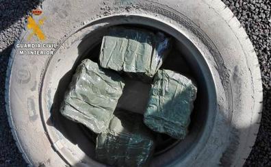 Dos hermanos de Coria, detenidos en Puebla de Sancho Pérez con cuatro kilos de hachís en el vehículo