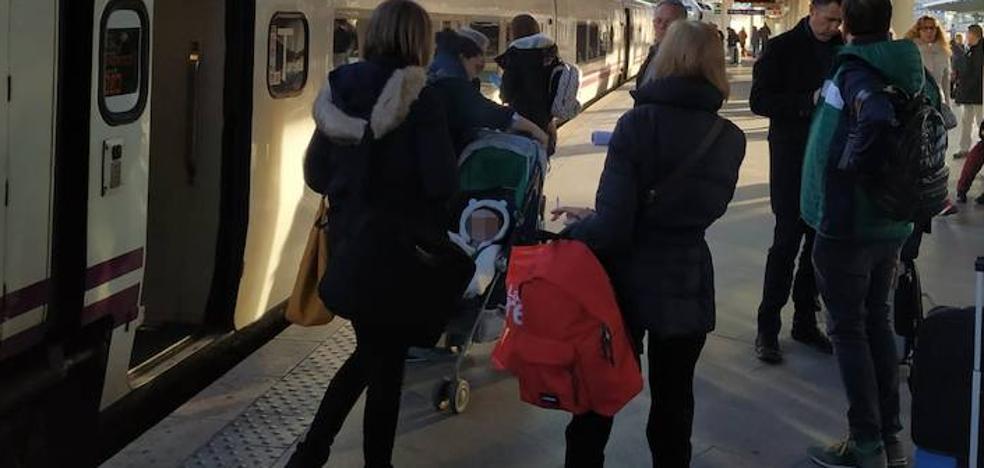 Una nueva avería en el Talgo Madrid-Badajoz obliga a trasladar a unos 55 pasajeros por carretera