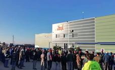 La empresa Sol Badajoz de Valdivia aplicará el salario mínimo tras una concentración de sus trabajadores