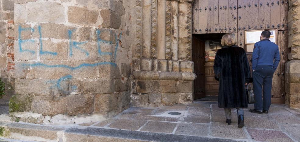 Detenido en Jaén el presunto autor de los grafitis de la Puerta de Coria y San Nicolás