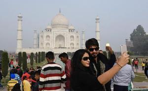 Un juez anula una factura de mil euros de un vecino de Badajoz por usar el móvil en un viaje a la India