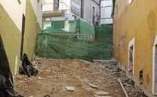 Los vecinos alertan de la paralización de la obra de las escaleras mecánicas en Alzapiernas