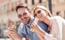 Comer y reír a la vez requiere experiencia