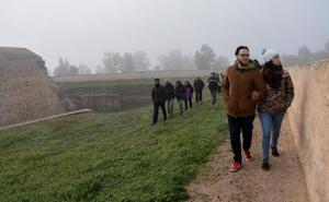Decenas de personas se animan a conocer el interior del Fuerte de San Cristóbal de Badajoz