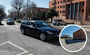 Vecinos de Aldea Moret en Cáceres denuncian carreras ilegales en la calle Ródano