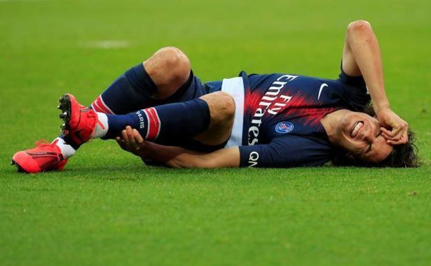 Cavani, dolorido en un encuentro del PSG. /REUTERS