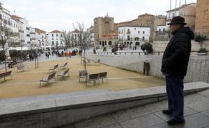 La Junta «sugirió» al Consorcio no cambiar el arenero de la Plaza Mayor de Cáceres por una losa de granito