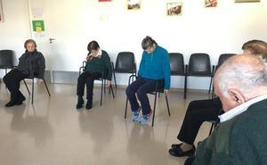 El centro de día de enfermos de alzhéimer de Almendralejo implanta el yoga