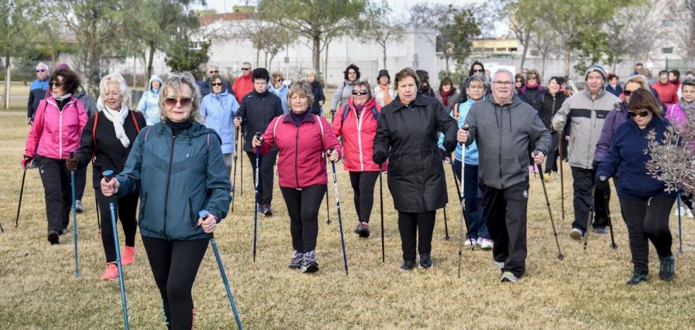 La marcha nórdica se pone de moda en Badajoz