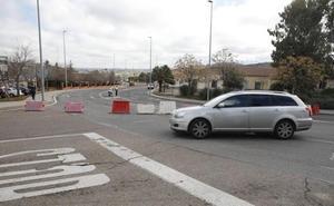 El corte de la glorieta de Pinilla en Cáceres se prolonga hasta este jueves