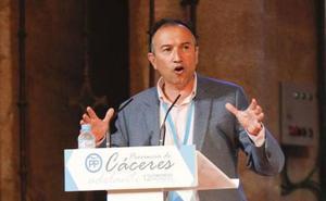 Laureano León pide explicaciones por la falta de wifi en el Palacio de la Isla de Cáceres desde el verano