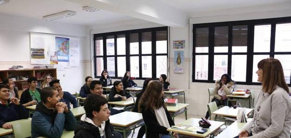 Educación dará destino fijo a 287 maestros y profesores