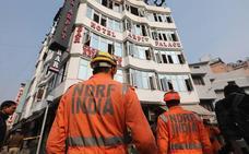 Mueren 17 personas en el incendio en un hotel de Nueva Delhi