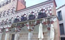 La Cívica pide a la Junta que agilice el arreglo de la fachada de las Casas Coloradas